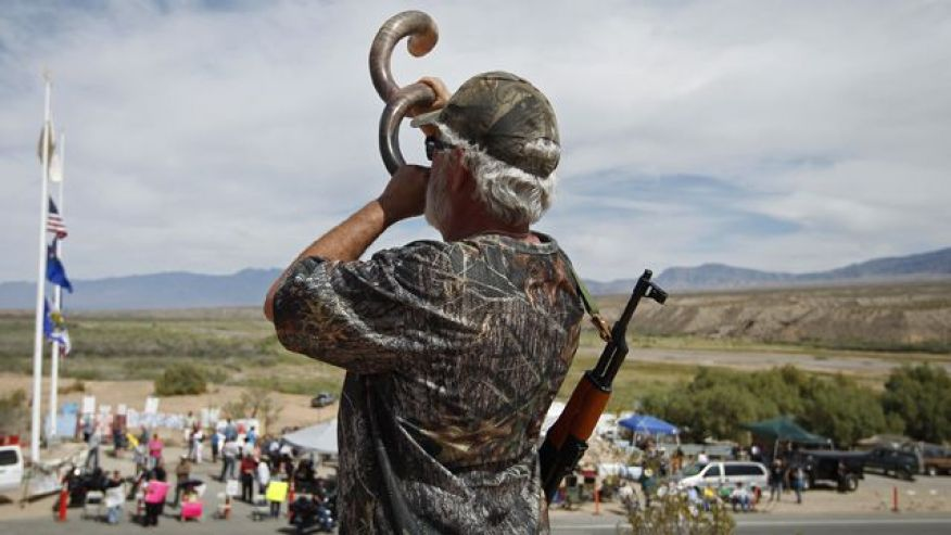 Militiaman blows war horn in Call to Arms